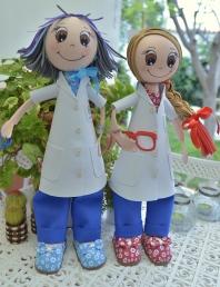 Muñecas juntas